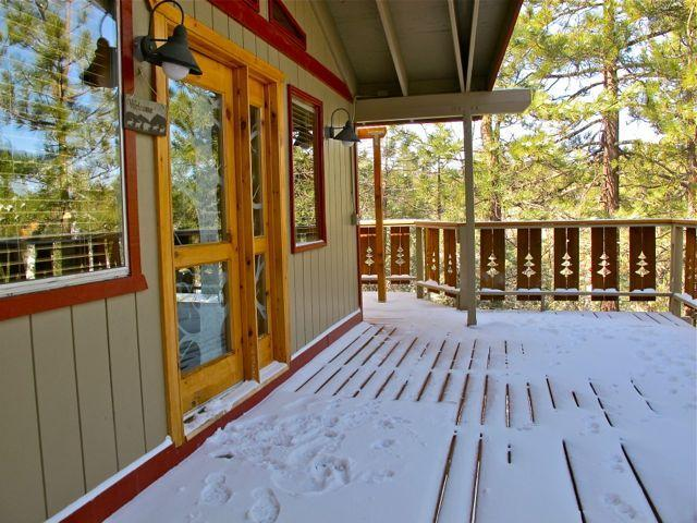 Front entrance - Inyo Tree House 3 bedroom w/steam bath - Tree View - Big Bear City - rentals