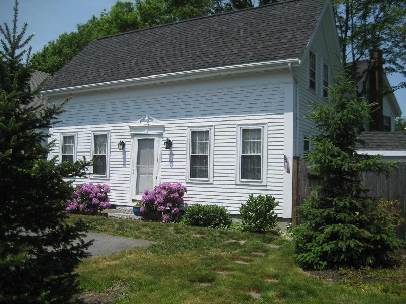 Charming 2 bedroom Rockport Carriage House - Image 1 - Rockport - rentals