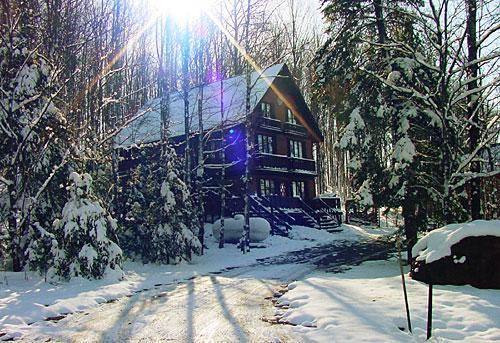 Nordic Haus on a crisp, wintry morning (viewed from the west) - Nordic Haus chalet: ski-in/ski-out of Ski Brule, the jewel of the Yoop - Iron River - rentals