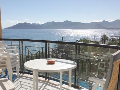 Lovely beachside apartment in Cannes La Bocca - Image 1 - Cannes - rentals