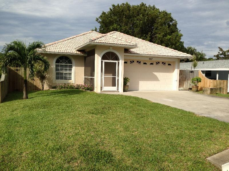 Front of the house. - Gorgeous Pool Home- 1.1 miles to Pristine Beaches! - Naples - rentals