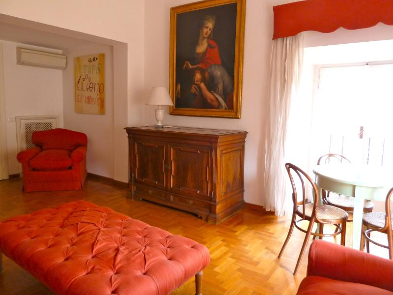 living room, dresser, dining table - BabyOrsetto, quiet comfy and cosy, Piazza Navona! - Rome - rentals