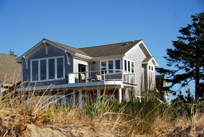 Beachfront Luxury Cottage, Stunning panoramic water views,private steps to the beach, hot tub, - Something Special...Waterfront Bayside Bungalow ! - Lincoln City - rentals