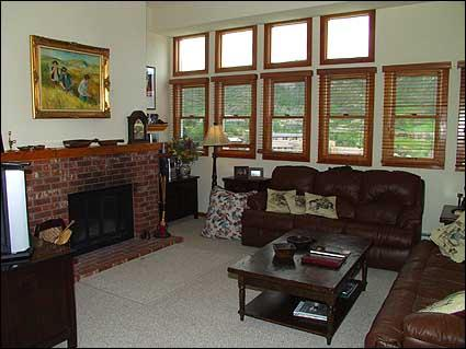 Living room with wood burning fireplace - Snowmass Village - Luxury 1 Bedroom (2134) - Snowmass Village - rentals