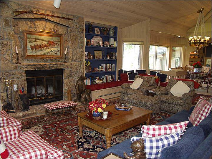Living Room with Wood Burning Fireplace - Walk 1 block to ski access - 6th bedroom mother-in-law unit optional (2295) - Snowmass Village - rentals