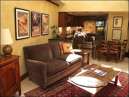 Warmly Decorated Living Room - Walk to Gondola - Newly Remodeled (2640) - Aspen - rentals