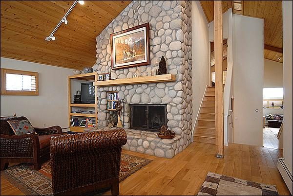 Living Room with wood burning fireplace - Cozy home in Country Club Estates - Large Stone Fireplace (2927) - Snowmass Village - rentals