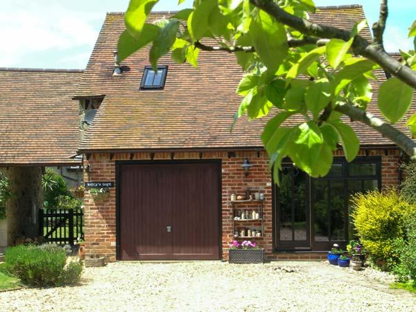 KITTY'S LOFT, near beach, off road parking, garden, in Godshill, Ref 21300 - Image 1 - Godshill - rentals
