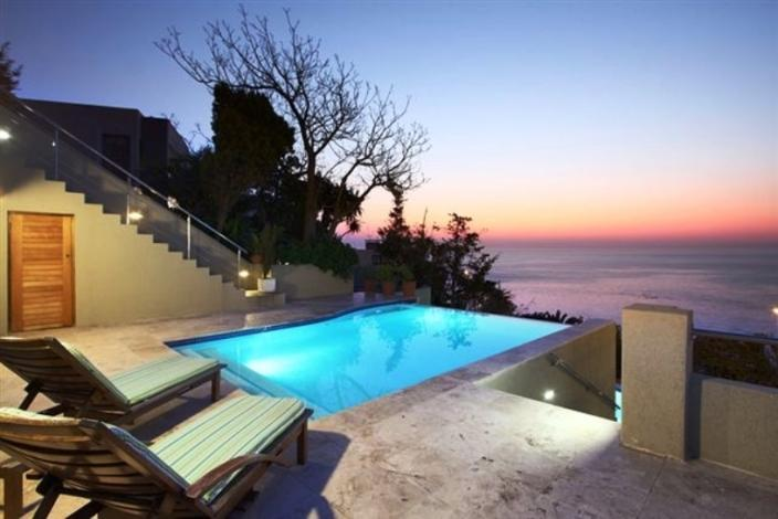 Infinity pool with sea views - Camps Bay beachfront penthouse apartment - Camps Bay - rentals
