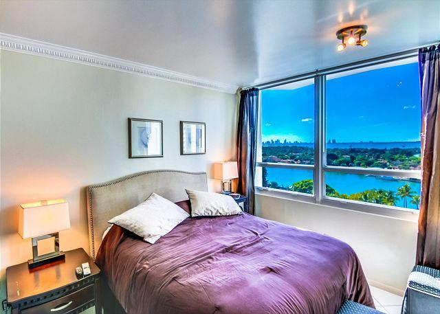 Elegant Studio, QUEEN-SIZE Bed ! - Image 1 - Miami Beach - rentals
