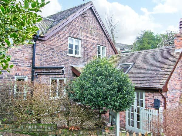 SLEEPY HOLLOW, woodburning stove, off road parking, garden, in Jackfield, Ref 16362 - Image 1 - Jackfield - rentals