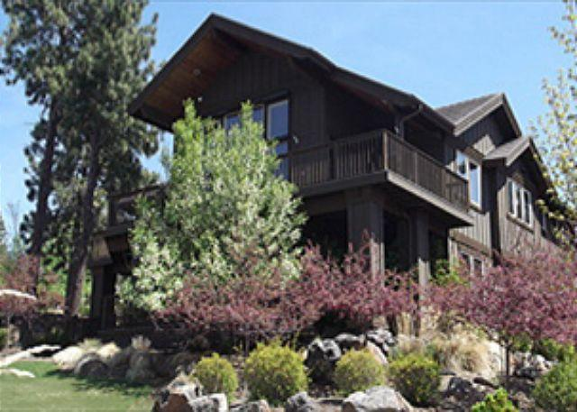 Set up on the hill - Luxurious two story home with stunning views, central location and much more! - Bend - rentals