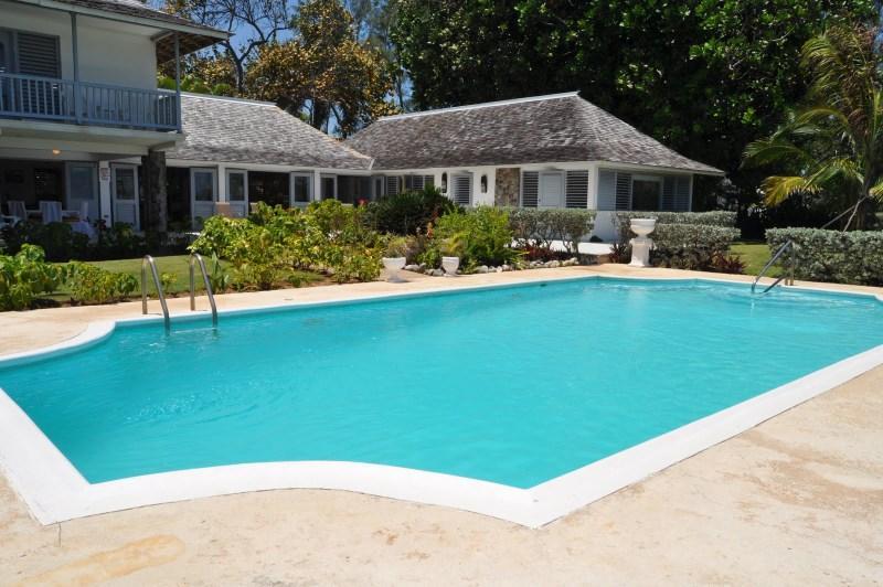 PARADISE PKI - 97242 - SUNNY | SPACIOUS | 3 BED | FAMILY OCEANFRONT VILLA - OCHO RIOS - Image 1 - Ocho Rios - rentals