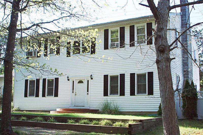 House Front View - Secluded Mini Estate in Hamptons - Hampton Bays - rentals