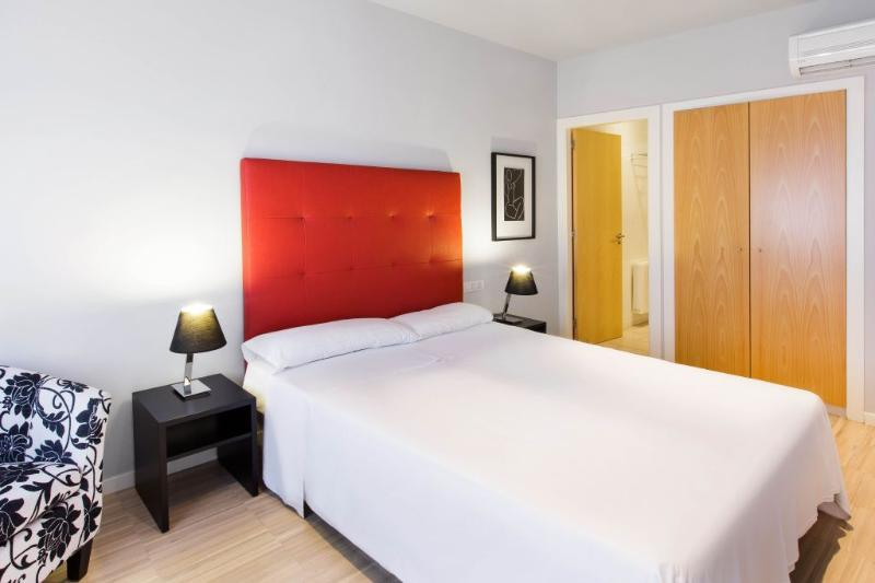 Bedroom - Modern One Bedroom Apartment with Free Wifi - Barcelona - rentals