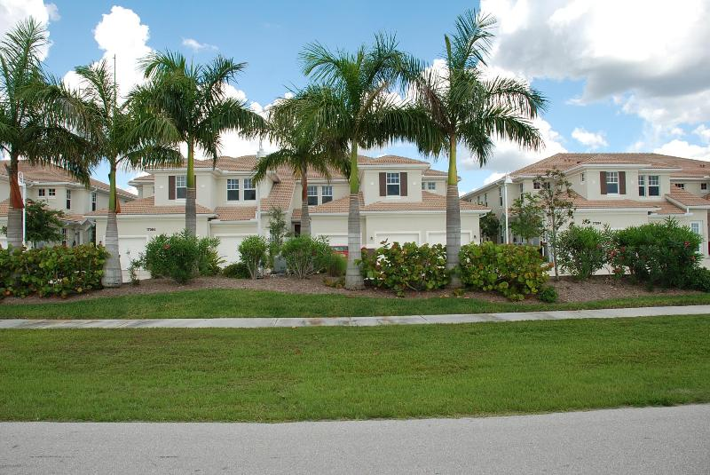 View of Front From the Street! - 2 BR/2BA New-ish Condo in Punta Gorda~Pool! Free Wireless! - Punta Gorda - rentals