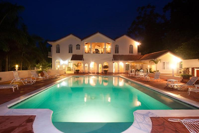 PARADISE PSH - 92721 - BREATHTAKING 9 BED VILLA | WITH POOL | NEAR GOLF COURSE - MONTEGO BAY - Image 1 - Jamaica - rentals
