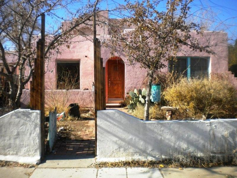 Street VIew know as the big pink house - Historic Route 66 Nob Hill In the Heart of ABQ !! - Albuquerque - rentals