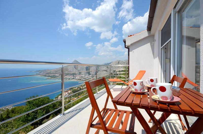 Pikolo Apartments - Blue apartment - Image 1 - Omis - rentals