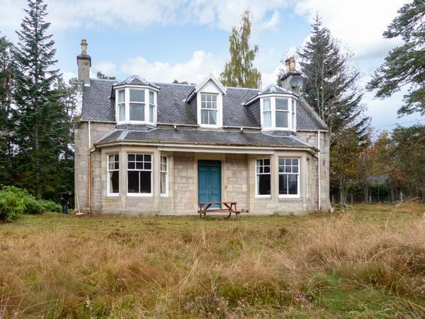 COILLE GHLAS, in Cairngorms National Park, open fires, parking and garden, in Nethy Bridge, Ref 17242 - Image 1 - Nethy Bridge - rentals