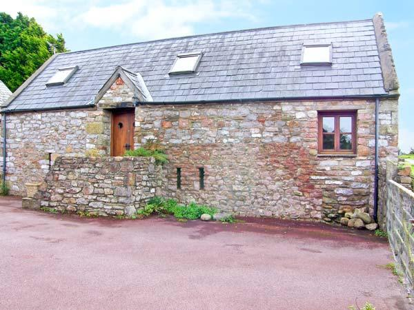 THE BARN, character barn conversion, open plan living area, close to pub, near Porthcawl, Ref 19942 - Image 1 - Porthcawl - rentals