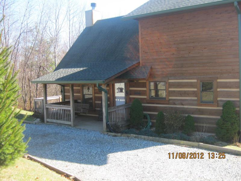 Cabin Front - Log Cabin to Make Your Mountain Memories - Seven Devils - rentals