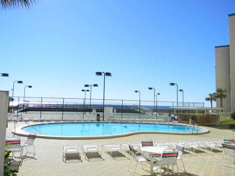 Hol. Surf & Racquet Club 112 -10% OFF SumMer Stays! Ground Floor Pool Front-Holiday Isle - Image 1 - Destin - rentals