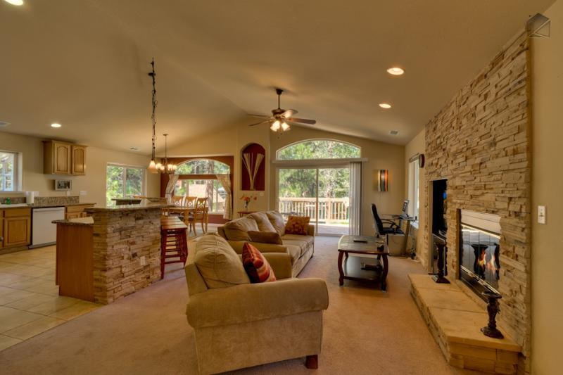 Cozy up to the fireplace in the great room and recount your mountain adventures. - Cozy home with deck, BBQ and pool table - Tahoe Dream - South Lake Tahoe - rentals
