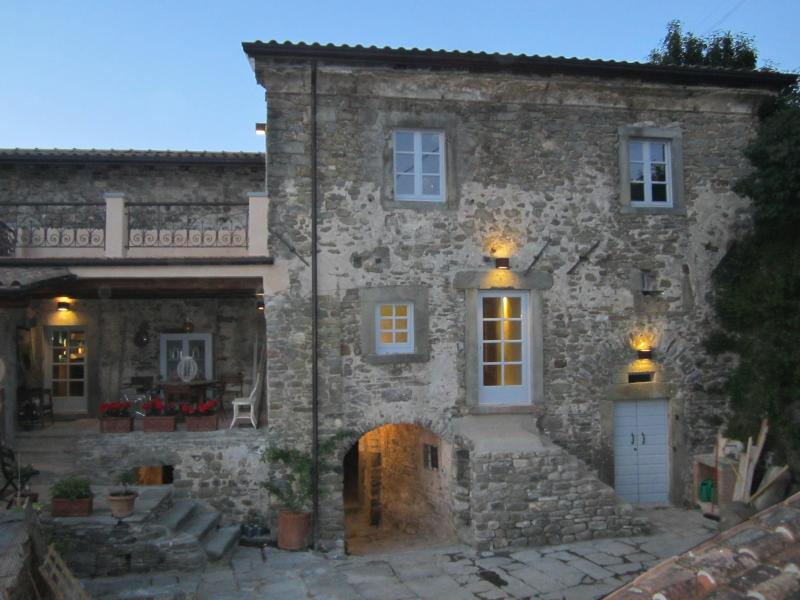 La Casa Grande at night... - La Casa Padronale del Poggiolo in Codiponte, Italy - Codiponte - rentals