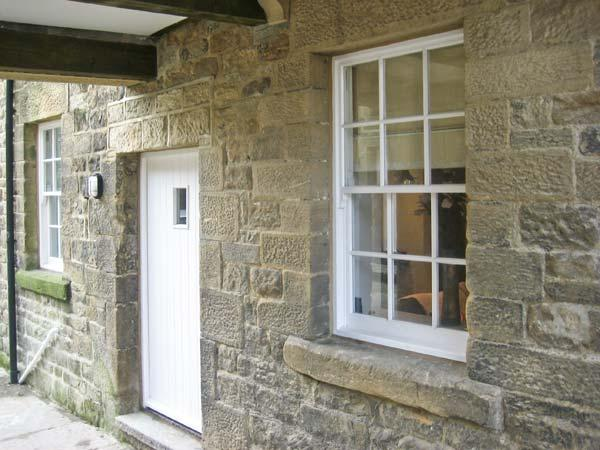 NO. 5 THE STABLES, character cottage, in the town centre, Grade II listed, in Pateley Bridge, Ref. 15847 - Image 1 - Pateley Bridge - rentals