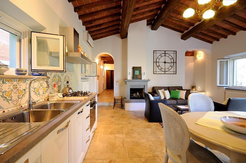 dining table and kitchen - CICIANO COTTAGE: a Tuscan dream come true - Cortona - rentals