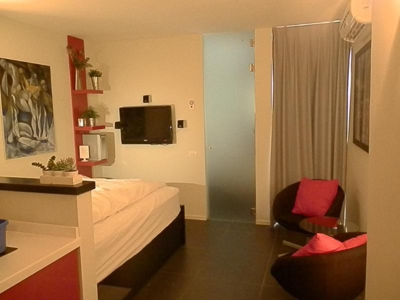 Lili's Place designed Studio 3 min walk  to beach - Image 1 - Herzlia - rentals