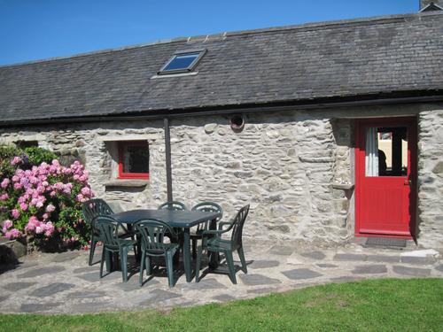 Pet Friendly Holiday Cottage - Seahorse Cottage, Aberfforest Beach, Newport - Image 1 - Newport - rentals
