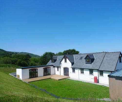 Five Star Pet Friendly Holiday Cottage - The Alders, Poppit Sands - Image 1 - Pembrokeshire - rentals