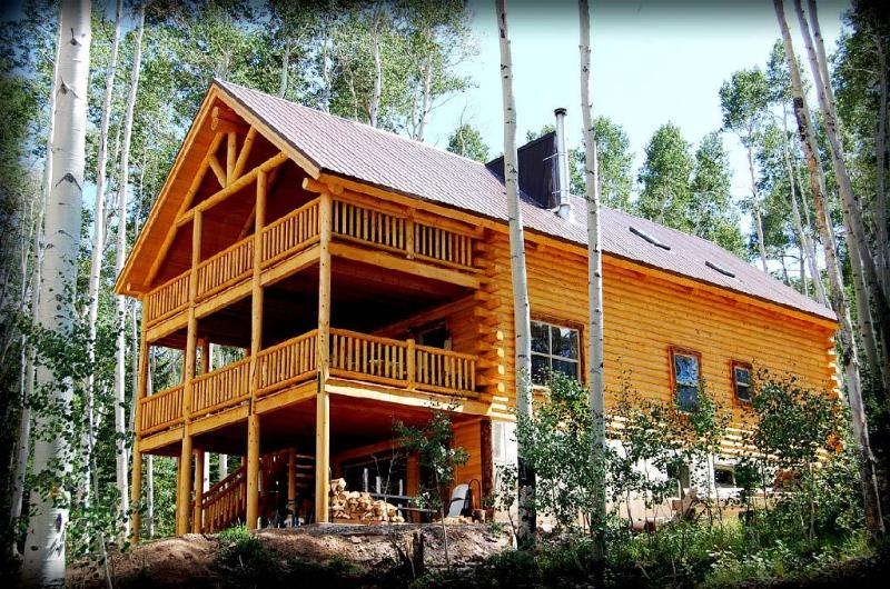 Camp Jackson 8 Bedroom 6 Bath Lodge, sleeps up to 30 - Family Reunion Lodge, & Lake! Camp Jackson Lodge! - Blanding - rentals
