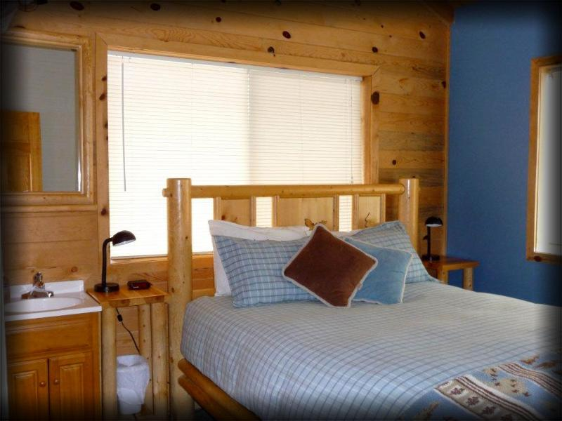 Master  Bedroom - San Juan Sunrise 3 Bedroom Mountain Cabin - - La Sal - rentals