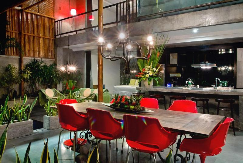 Funky dining area - Bali Villas R us - Funky / Retro Oberoi villa - Seminyak - rentals