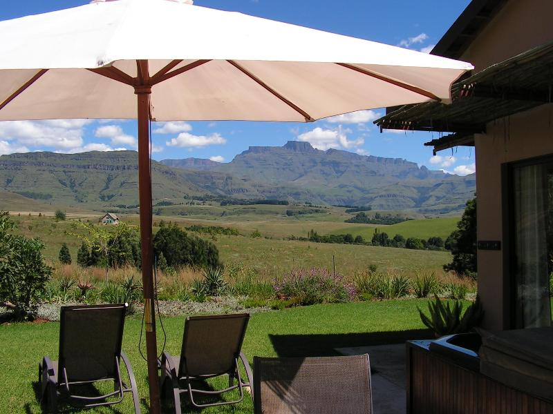 Magnificent drakensberg views from your private jaccuzi - Self- Catering Cottages Drakensberg - pvt. jaccuzi - Winterton - rentals