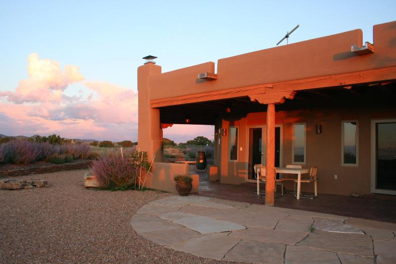 A view of the house from the back yard - Beautiful Mountain Views Quiet Retreat in Santa Fe - Santa Fe - rentals