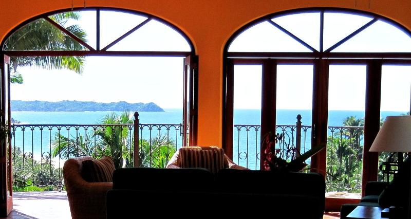 VILLA DE VISTAS -- Large (8200 sq ft), three separate houses, stunning views, close to beach. - Gorgeous Villa - 3 separate homes - ocean views - San Pancho - rentals