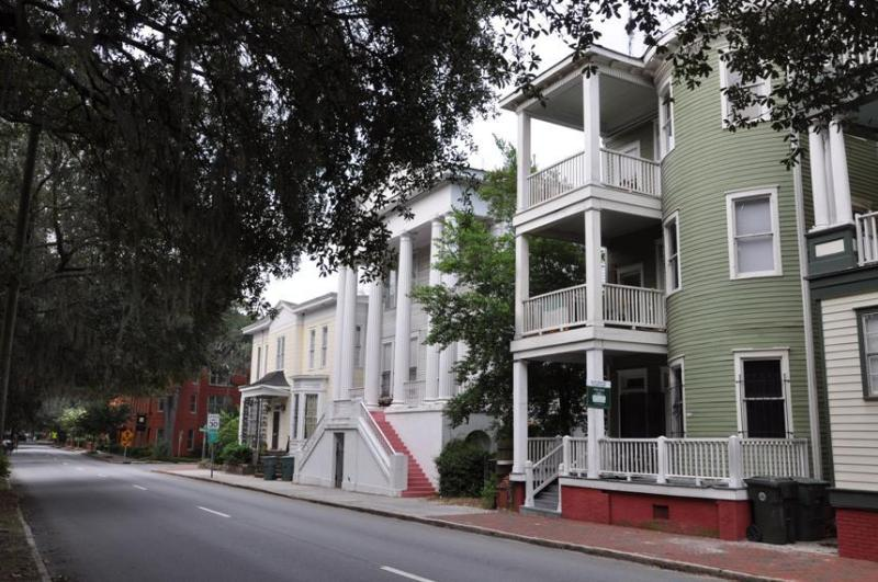 Exterior Shot - 3rd Floor Unit - Forsyth on the Green - Savannah - rentals