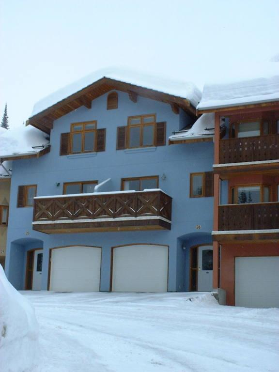 Snow Creek Village Deluxe 2-Bdr Ski In/Out Townhse - Image 1 - Sun Peaks - rentals