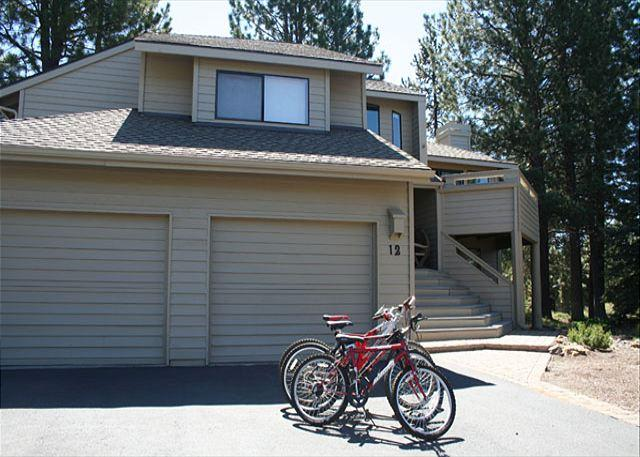 Two car garage with bikes - Delightful pet friendly Sunriver home with air conditioning - Sunriver - rentals