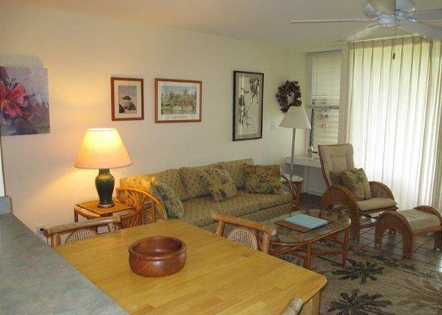 Living Room - Sea Shells ***  Available for 30 night rental, please call - Kahuku - rentals