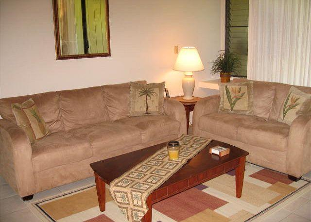 Living Room - Crown Flower **Available for 30 night rental - Kahuku - rentals