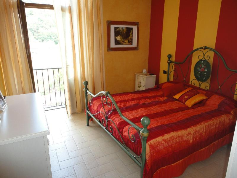 Bedroom with Juliette balcony overlooking lovely river - Casa Del Re in Pontremoli Historic Center Tuscany - Pontremoli - rentals