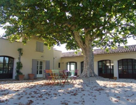 Amazing 7 Bedroom Aix en Provence Country House with a Pool - Image 1 - Aix-en-Provence - rentals