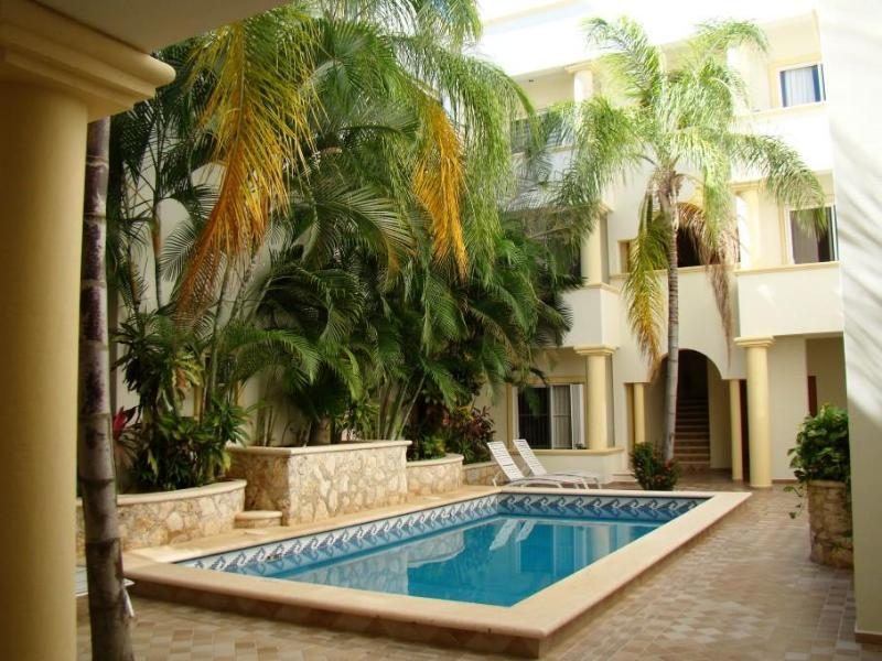 Common areas pool and lounge area - a great place to cool off after a long day on the beach! - PIEDRA VIVA; Cute 1 bedroom condo, super location! - Playa del Carmen - rentals