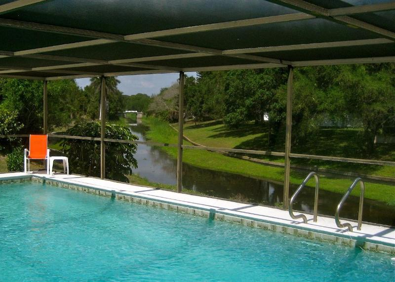 View of the tidal canal from the lanai - Creekside Pool Home - 15 mins to Siesta Key Beach - Sarasota - rentals