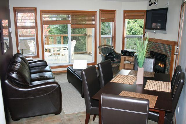 Living room - Snowbird Cabin - Whistler - rentals